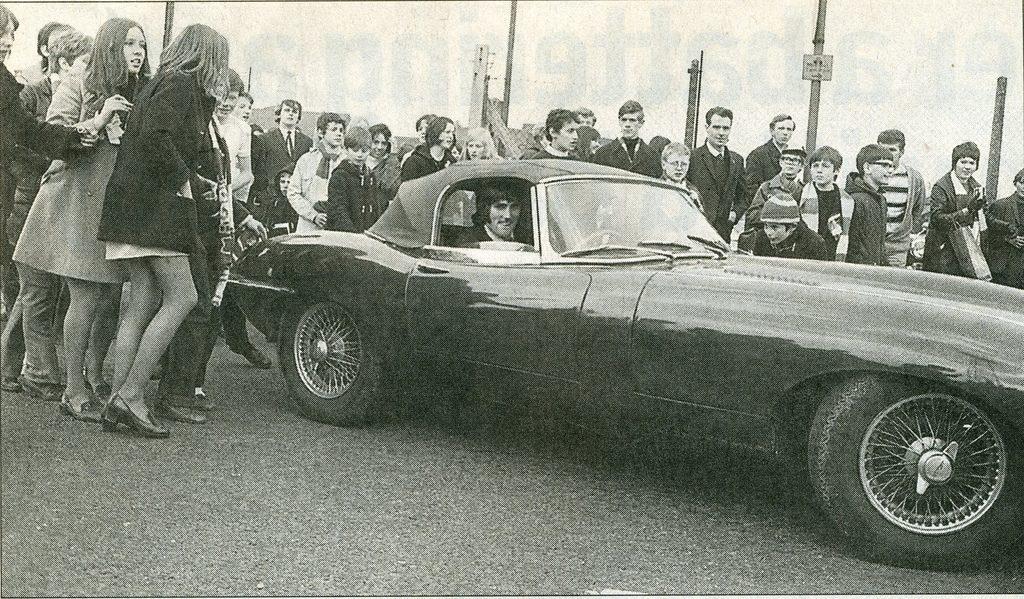 En 1967 una encuesta proclama a George Best como el ídolo a seguir por los jóvenes británicos, por encima de Rolling y Beatles