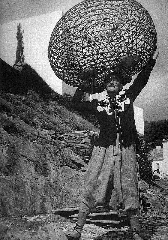 Dalí en su casa de Portlligat