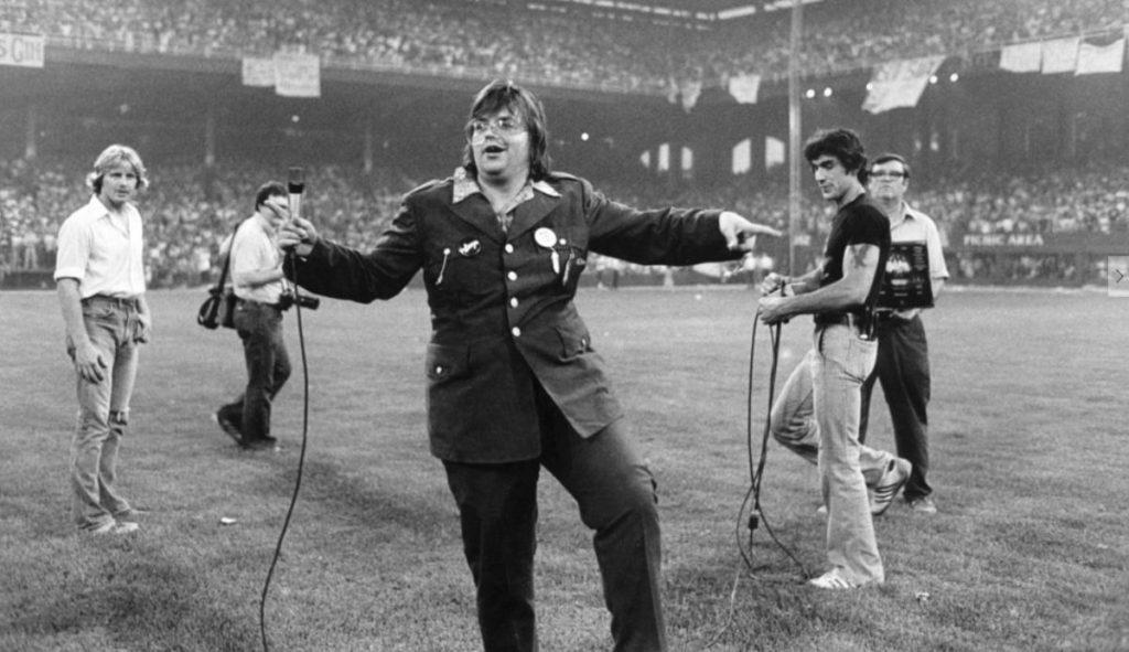 Distirbuos en el campo de béisbol Comiskey Park de Detroit. Disco Demolition Nigth, 1979.