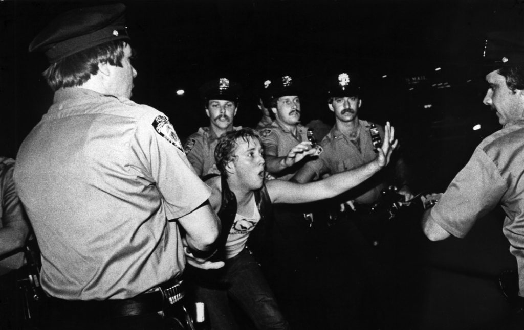 Manifestante en los disturbios de Stonewall Inn. NY 1969