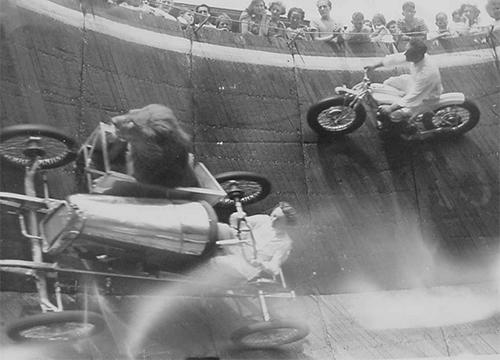 THE WALL OF DEATH. PILOTOS Y LEONES EN ÓRBITA
